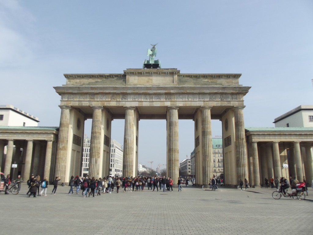 Brandenburg Gate, facing east.