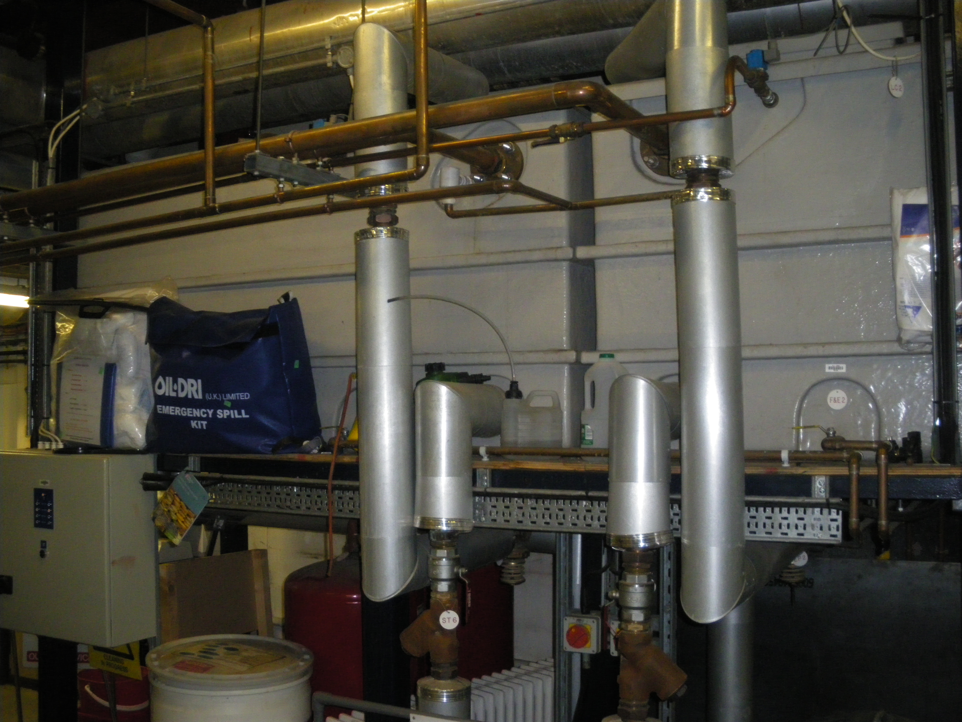 Chilled water/heating top-up tanks